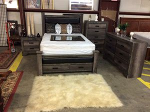 Queen bedroom set for Sale in Lugoff, SC