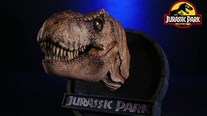 Jurassic park Collectable Head Piece statue for Sale in Hawthorne, CA
