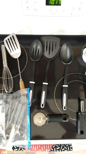 Miscellaneous kitchen utensils for Sale in Davenport, IA