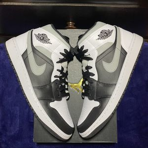 Jordan Retro 1 mid white shadow size 10 for Sale in Los Angeles, CA