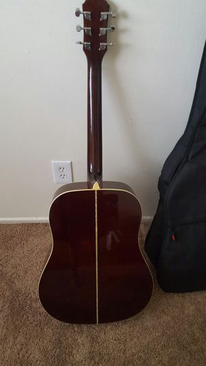 $$135 guittar with case for Sale in El Cajon, CA