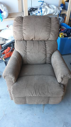Lazy boy rocker recliner for Sale in Prineville, OR