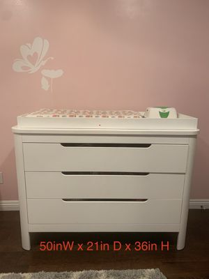 Kid's dresser with changing table/pad for Sale in Glendale, CA