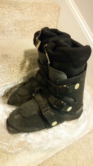 Ski boots. Alpine men's size 9 for Sale in Worcester, MA