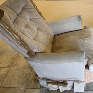 Antique Rocking Chair for Sale in Triangle, VA