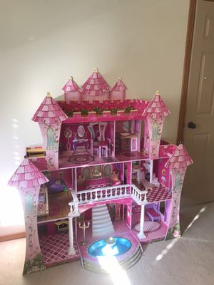Doll house w/ accessories for Sale in Lynnwood, WA