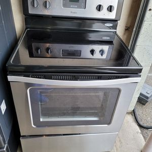 Whirlpool Electric Stove In Black And Stainless Steel for Sale in Lake Elsinore, CA