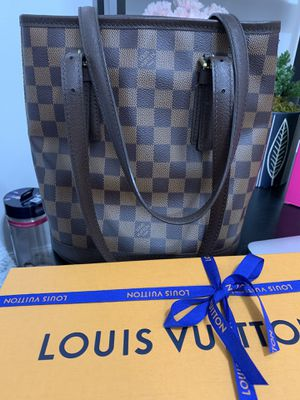 Authentic Louis Vuitton Petit Bucket Bag for Sale in Des Moines, WA