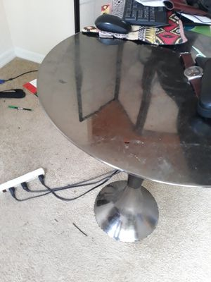Small silver end table for Sale in Orlando, FL
