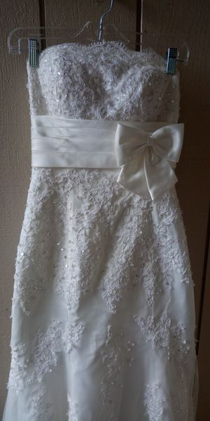 Wedding dress size 4 for Sale in Portland, OR