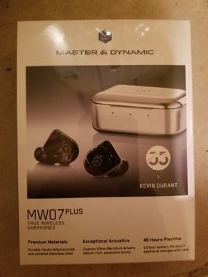 Master & DYNAMIC MW07 PLUS brand new never been used in the box $200 please no windows shopper please for Sale in Providence, RI