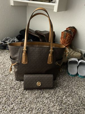 Michael Kors Purse and Wallet for Sale in Mabelvale, AR