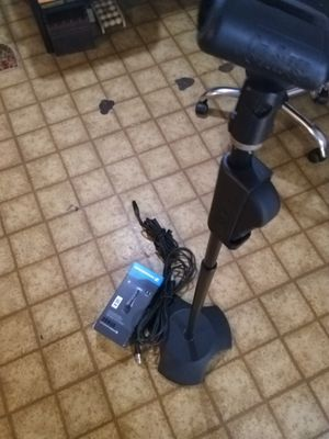 Sennheiser e835 w/ stand for Sale in Forest Heights, MD