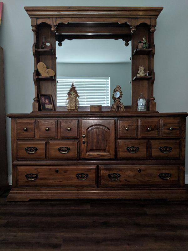 Bedroom Set - 4pc Wood Queen