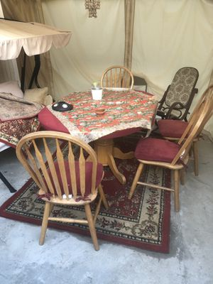 Dining table with four chairs for Sale in Fresno, CA