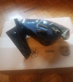 Lincoln MKT tail light right side OEM 2010 2011 2012 2013 2014 2015 2016 2017 for Sale in Brooklyn, NY