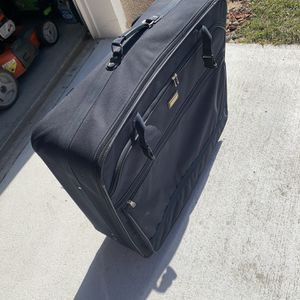 Suit Case for Sale in Lake Wales, FL