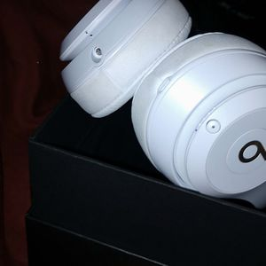 BEATS STUDIO 3 Over The EAR, WIRELESS,NOISE CANCELLING, IN GOOD CONDITION for Sale in San Diego, CA