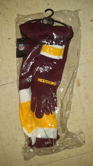 New REDSKINS Scarf and Glove Set for Sale in Memphis, TN