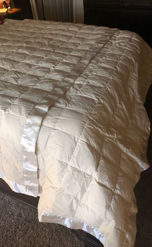 Queen down comforter for Sale in Pinetop-Lakeside, AZ