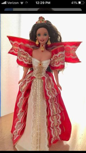 """REDUCED!! Special edition """"happy holidays"""" Barbie doll, missing one red shoe and very gently used. Beautiful condition for Sale in Brooklyn, NY"""
