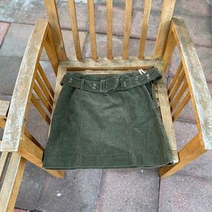 Vintage Ralph Lauren women's ribbed olive green shirt skirt with belt. Preloved garment Condition : great Slight fade of colour on left sleeve Size for Sale in Pomona, CA