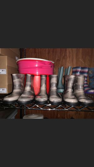 Brand new uggs rain boots for girls size 8 for Sale in Tualatin, OR