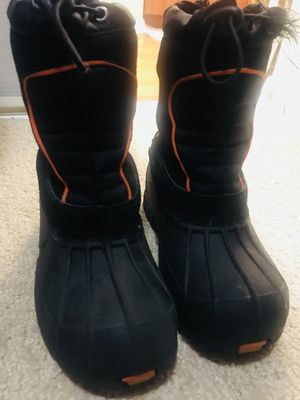 Boys youth rain/snow boots Sz 1 for Sale in Rancho Cucamonga, CA