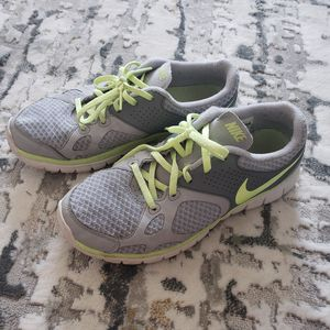 Nike Running Shoes Sz 8 for Sale in Jacksonville, FL