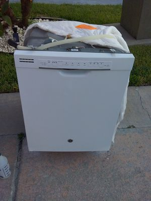 White ge dishwasher with plastic tub in excellent working condition for Sale in Kissimmee, FL