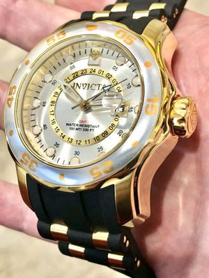 $695 - Invicta Men's Professional Master of The Oceans Royal Yacht Face Gold Rubber Strap Watch Super Rare for Sale in Queens, NY