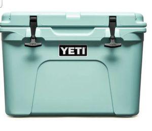 New Yeti Tundra 35 Cooler for Sale in McDonough, GA