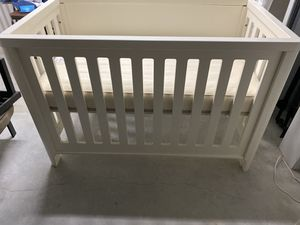 Crate and Barrel Pearl Crib, Changing Table & Nightstand for Sale in Miami, FL