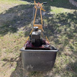 McLane Mower With Briggs And Stratton Motor for Sale in Huntington Beach, CA