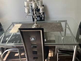 Dining Table And Chairs for Sale in Grand Prairie,  TX