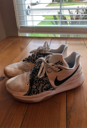 Mens nike size 10 kyrie shoes for Sale in Tracy, CA