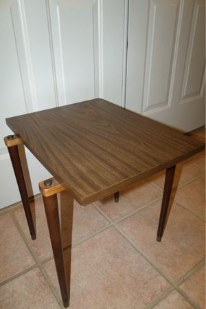 Mid Century Modern Small Accent or Side Table for Sale in Coupeville, WA