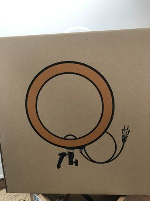 LED ring light brand new 18 inch by neewer for Sale in Federal Way, WA
