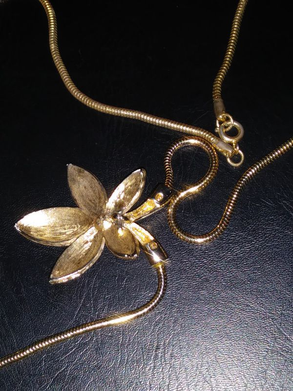 Flower necklace.