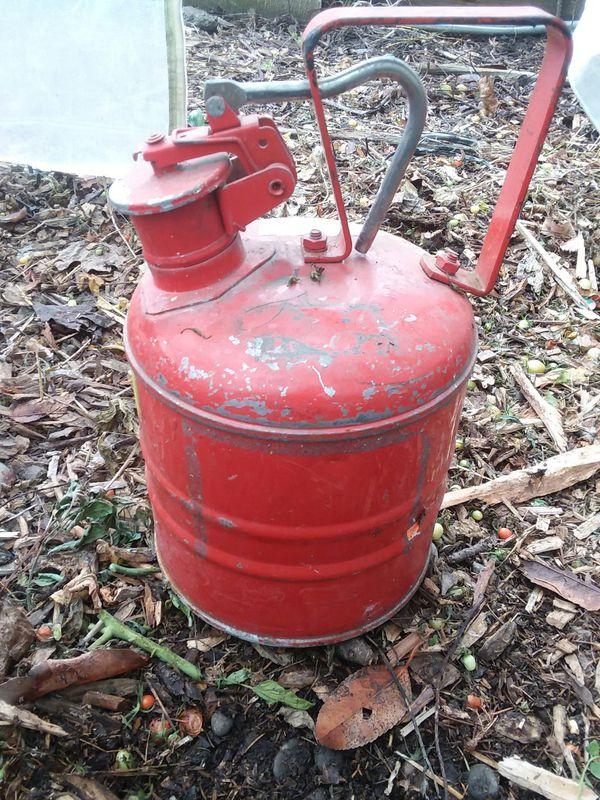 Vintage Antique Justrite 1-Gallon Gas Can