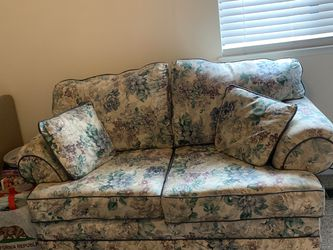 Floral Loveseat for Sale in Hayward,  CA