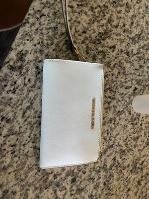 Brand new Michael Kors wristlet wallet for Sale in Dallas, TX