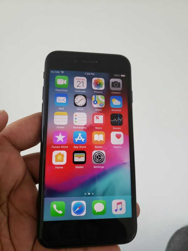 IPhone 7 ,,UNLOCKED .  Excellent Condition  ( as like New)