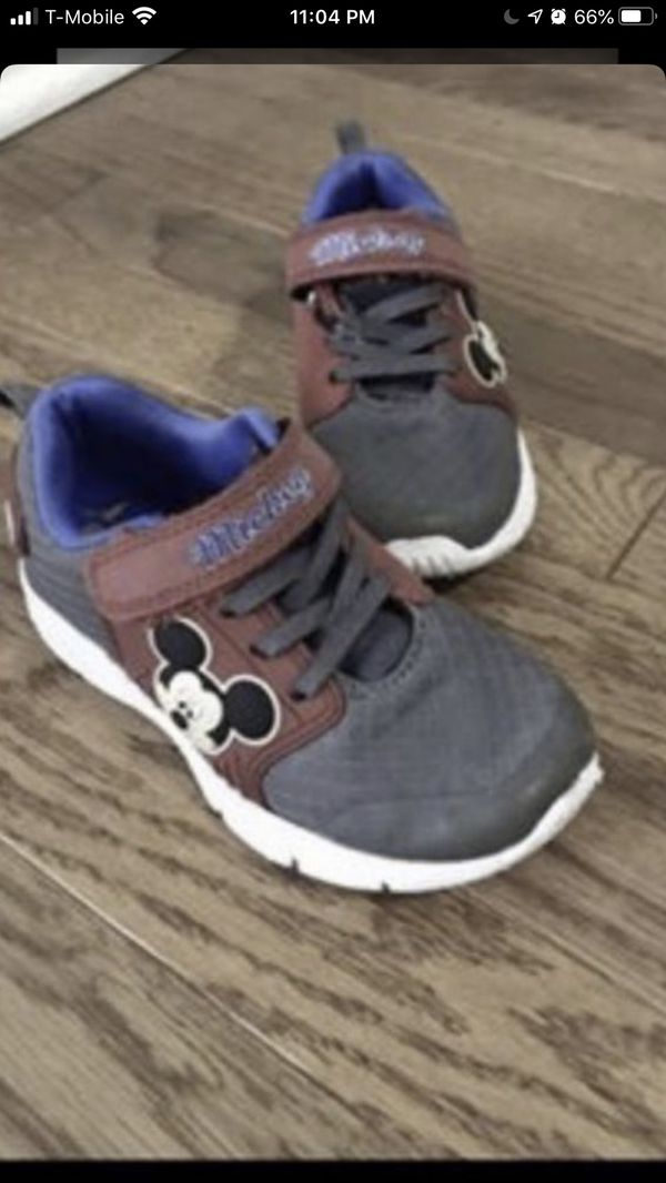 Mickey Mouse Kid size 10 shoe Good condition