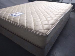 "Queen mattress Sealy Posturepedic 10"" and box spring. Free delivery. for Sale in Orlando, FL"