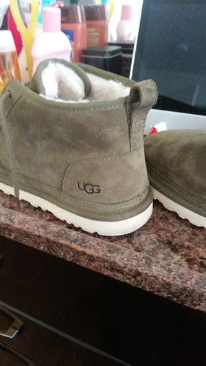 Men uggs army green size 10 for Sale in St. Louis, MO