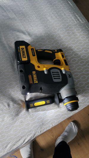 ROTARY hammer BRUSHLESSS XR semi nuevo dewalt no cargador for Sale in MD, US