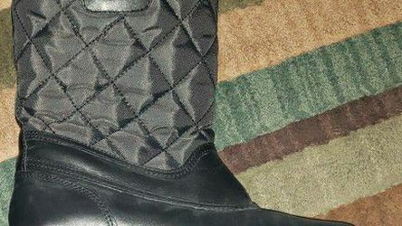 Coach Snow Boots-womens Size 7 for Sale in Lumberton,  NJ