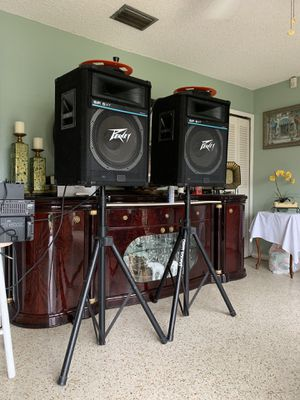 Peavey SP 5XT speakers (a pair) + Tripod Speaker Stands (a pair) + Audio Cables (a pair) for Sale in Miami, FL
