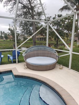 Beautiful pation comfortable sitting great gathering for Sale in Pembroke Pines, FL